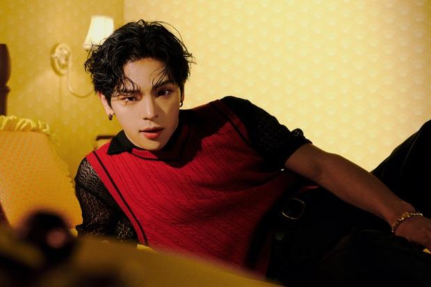 Mỹ nam nhà JYP một thời mặt dày tung ảnh sau phốt quấy rối tình dục, ai dè dân tình bị hớp hồn bởi visual lột xác quá đỉnh - Ảnh 9.