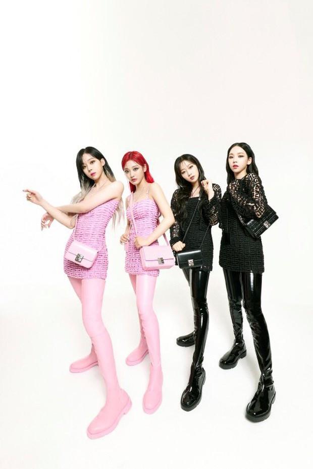 Không tin vào mắt mình khi aespa diện đồ Givenchy: Hình ảnh rối mắt, tổng thể lôm côm, tính high fashion đâu rồi? - Ảnh 2.