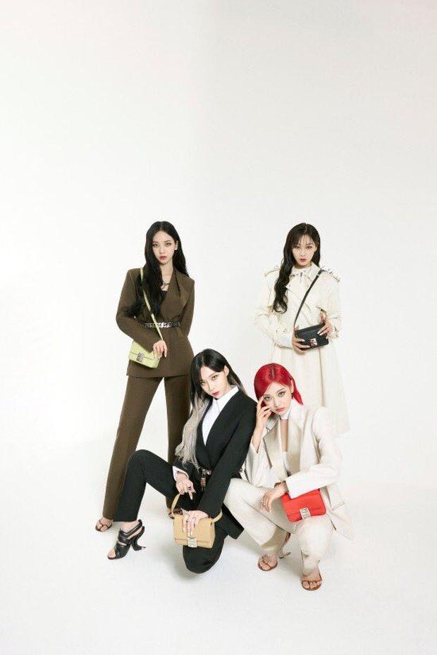 Không tin vào mắt mình khi aespa diện đồ Givenchy: Hình ảnh rối mắt, tổng thể lôm côm, tính high fashion đâu rồi? - Ảnh 4.