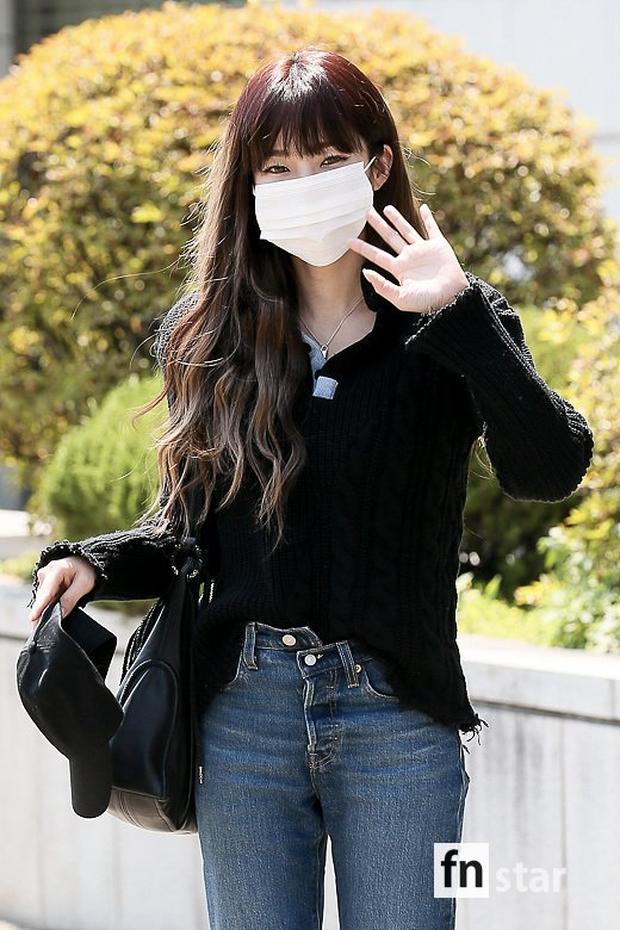 Đối lập dàn mỹ nhân Hàn đi làm: Dara để nguyên đầu bết bê, cựu thành viên SISTAR vòng 1 khủng ngồn ngộn át cả Heize - Ảnh 8.