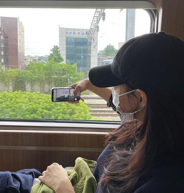 Shin Min Ah đăng ảnh đi chơi sương sương, netizen bóc luôn chi tiết nghi vấn hẹn hò Kim Woo Bin - Ảnh 3.