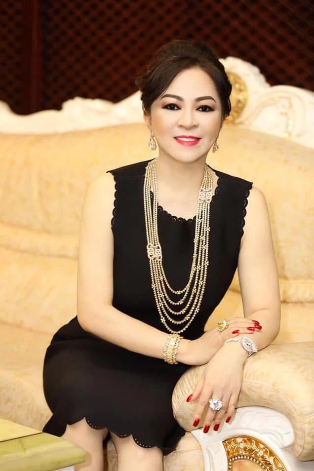 Toàn cảnh drama bà Phương Hằng và dàn sao Vbiz: Mỗi ngày đều réo tên NS Hoài Linh, đòi kiện Hồng Vân, khiến cả showbiz dậy sóng - Ảnh 2.