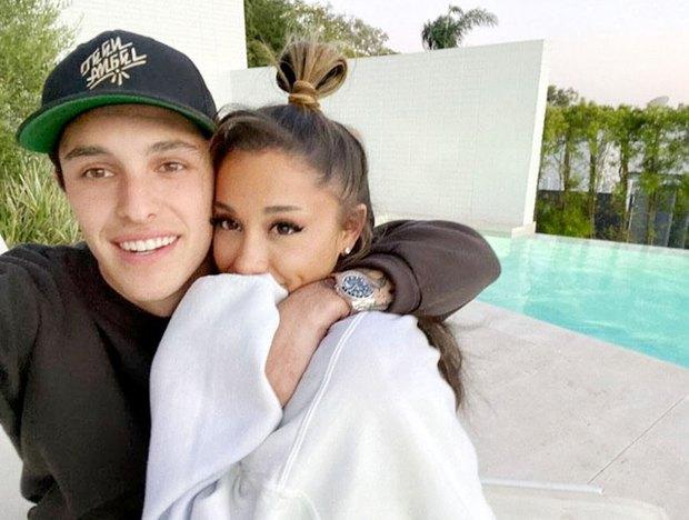 HOT: Thánh huỷ show Ariana Grande bí mật tổ chức đám cưới, chính thức lên xe hoa chỉ sau 5 tháng được cầu hôn - Ảnh 3.