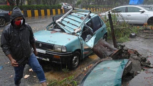 Chưa hết khốn khổ vì COVID-19, Ấn Độ tiếp tục hứng thêm siêu bão - Ảnh 1.