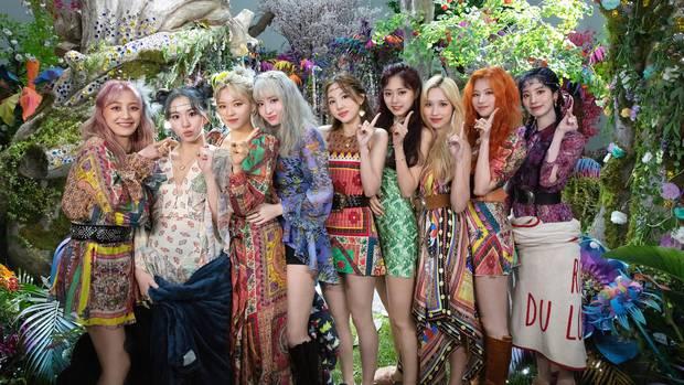 Tháng 6 quá nóng dù thiếu BTS: TWICE chạm trán EXO, girlgroup từng chặn đứng Rosé sẽ đối đầu với Lisa? - Ảnh 4.