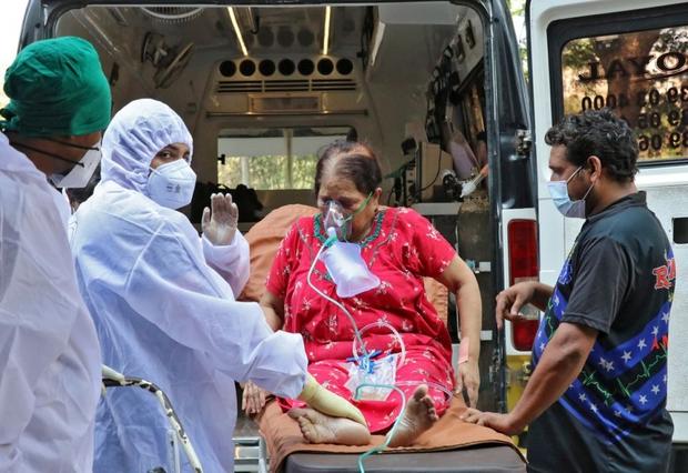 Ấn Độ vượt mốc 25 triệu ca Covid-19, ghi nhận kỷ lục u ám mới về số ca tử vong - Ảnh 1.