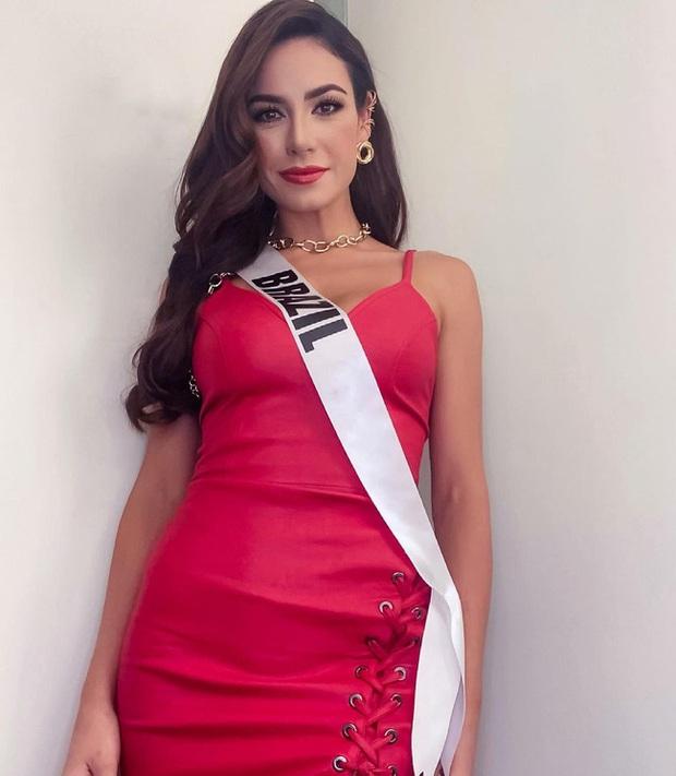 Á hậu 1 Miss Universe 2020 từng diện quốc phục gây đau mắt, hành trang chinh chiến chỉ hơn 10 bộ đồ - Ảnh 8.