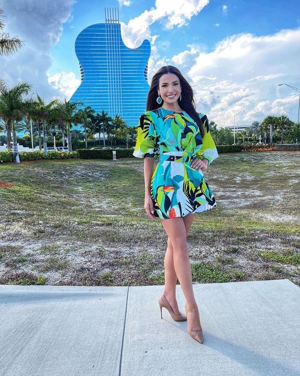 Á hậu 1 Miss Universe 2020 từng diện quốc phục gây đau mắt, hành trang chinh chiến chỉ hơn 10 bộ đồ - Ảnh 5.