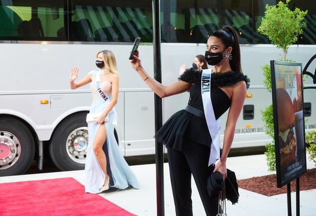 Á hậu 1 Miss Universe 2020 từng diện quốc phục gây đau mắt, hành trang chinh chiến chỉ hơn 10 bộ đồ - Ảnh 6.