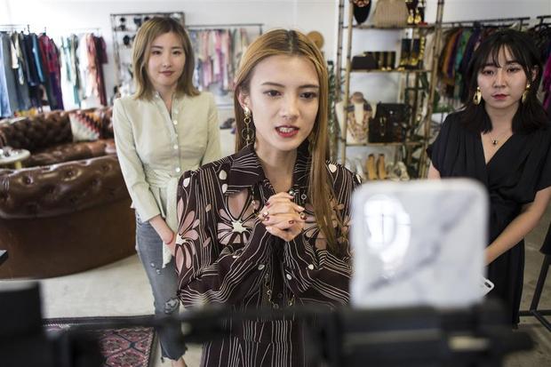 Nữ hoàng livestream bán được cả... tên lửa lọt top 500 người giàu nhất Trung Quốc - Ảnh 9.