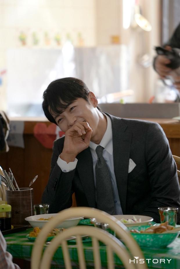 Tưởng ly hôn Song Hye Kyo thì tuột dốc nhan sắc, giờ Song Joong Ki đã làm được cú twist bùng nổ nhan sắc quá mlem - Ảnh 4.