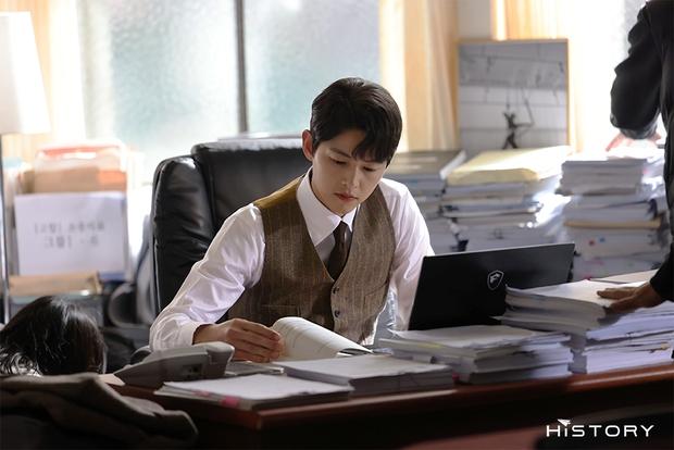 Tưởng ly hôn Song Hye Kyo thì tuột dốc nhan sắc, giờ Song Joong Ki đã làm được cú twist bùng nổ nhan sắc quá mlem - Ảnh 2.