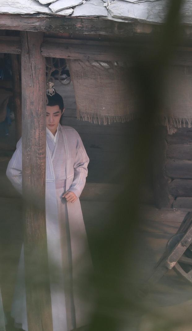 Da mặt Tiêu Chiến sáng bừng sức sống, át vía cả nữ chính xinh đẹp trên phim trường Ngọc Cốt Dao - Ảnh 2.