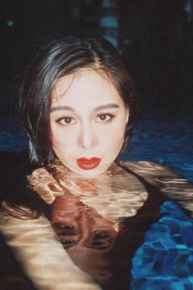Nam Thư khiến fan xịt máu mũi trong bộ ảnh mới: Chụp trên bờ hay dưới nước thì Khánh Vân cũng cân tất - Ảnh 3.