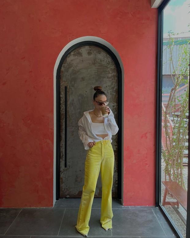 Hoa hậu Kỳ Duyên có 1 kiểu quần jeans diện 3721 lần vì hack dáng đỉnh, đã thế còn cực dễ mix đồ Hè này - Ảnh 6.