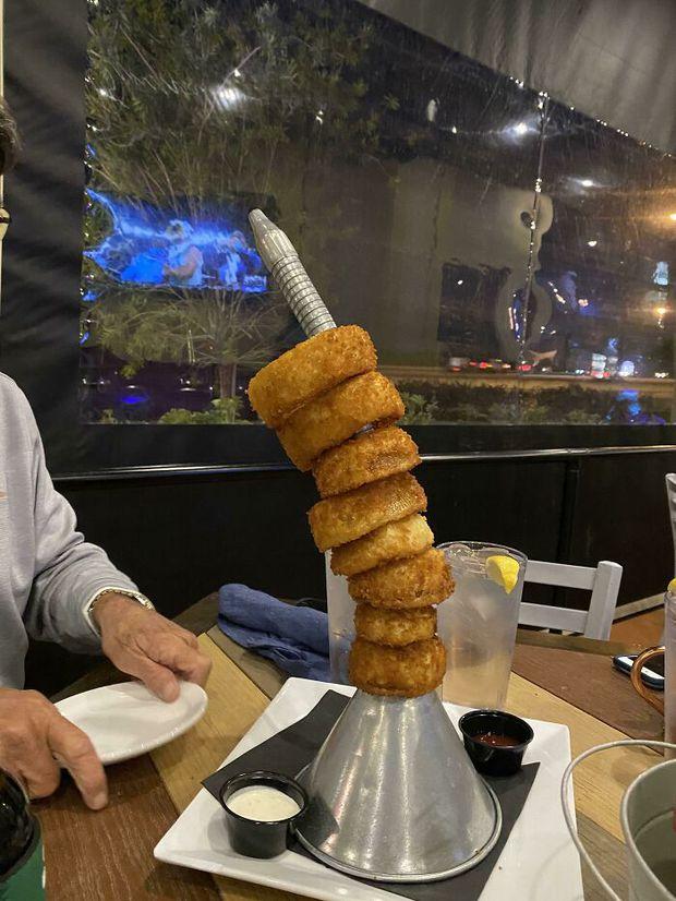 25 màn bày biện đồ ăn siêu cồng kềnh của nhà hàng, thực khách nhìn xong muốn buông đũa đi về tự nấu cơm cho gọn - Ảnh 4.