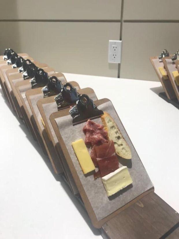 25 màn bày biện đồ ăn siêu cồng kềnh của nhà hàng, thực khách nhìn xong muốn buông đũa đi về tự nấu cơm cho gọn - Ảnh 17.
