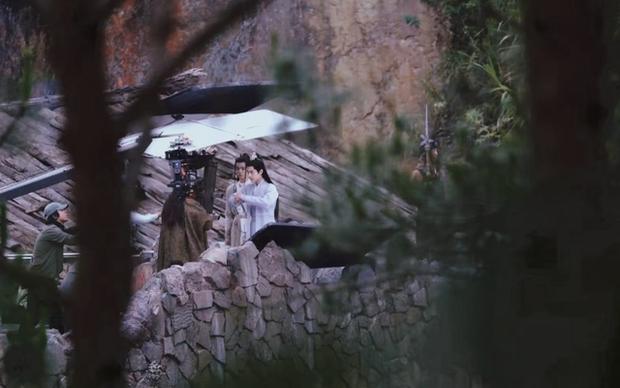 Da mặt Tiêu Chiến sáng bừng sức sống, át vía cả nữ chính xinh đẹp trên phim trường Ngọc Cốt Dao - Ảnh 3.