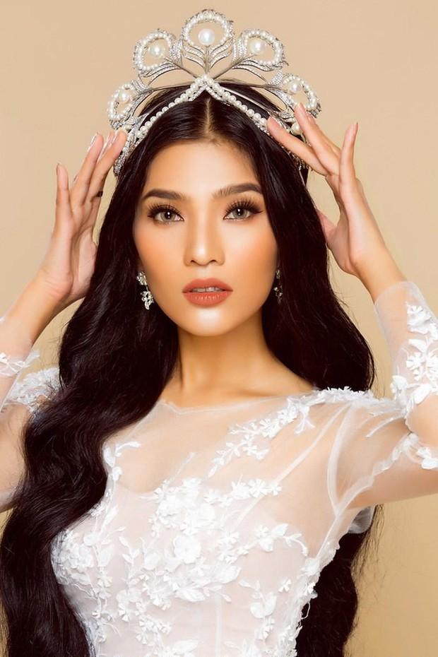 Cả dàn Hoa hậu và người đẹp Việt dính nghi án dùng hàng pha ke vì sở hữu 1 mẫu vương miện fake - Ảnh 9.