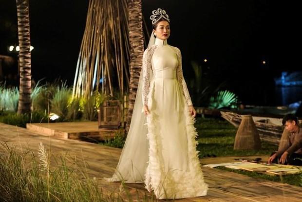 Cả dàn Hoa hậu và người đẹp Việt dính nghi án dùng hàng pha ke vì sở hữu 1 mẫu vương miện fake - Ảnh 8.