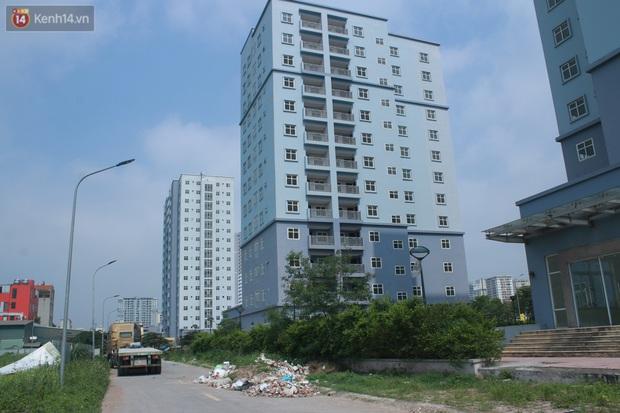 Hà Nội: Xót xa chung cư bỏ hoang trên đất vàng trở thành nơi đổ rác, kim tiêm la liệt - Ảnh 2.