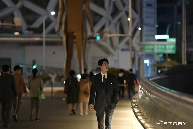 Tưởng ly hôn Song Hye Kyo thì tuột dốc nhan sắc, giờ Song Joong Ki đã làm được cú twist bùng nổ nhan sắc quá mlem - Ảnh 8.