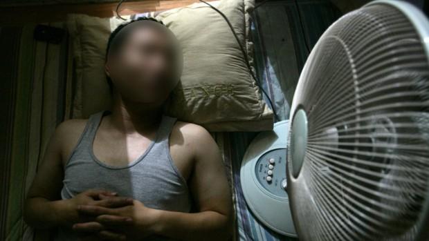 Những sai lầm khi bật quạt điện mùa hè mà người Việt cần bỏ ngay kẻo cảm lạnh, hại tim và thậm chí gây tai biến - Ảnh 1.