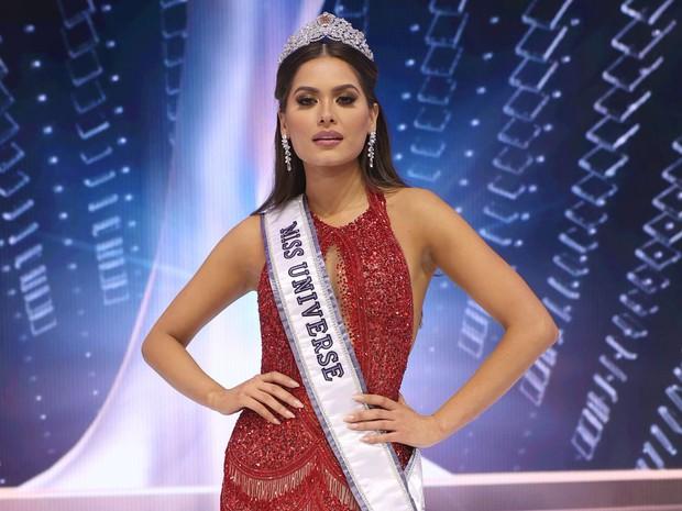 Miss Universe 2012 cuối cùng đã lên tiếng giải thích về biểu cảm khó ở đến mức thành meme khi Miss Mexico giành vươn miện - Ảnh 7.