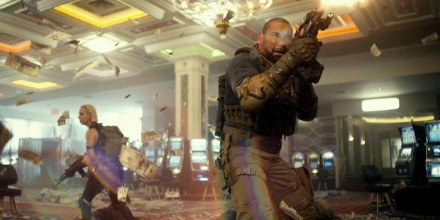 5 lý do Army of the Dead là bom tấn zombie đáng hóng nhất tuần này: Bạo lực lẫn cảnh nóng dồn dập, khán giả thế giới chấm điểm cực cao! - Ảnh 6.