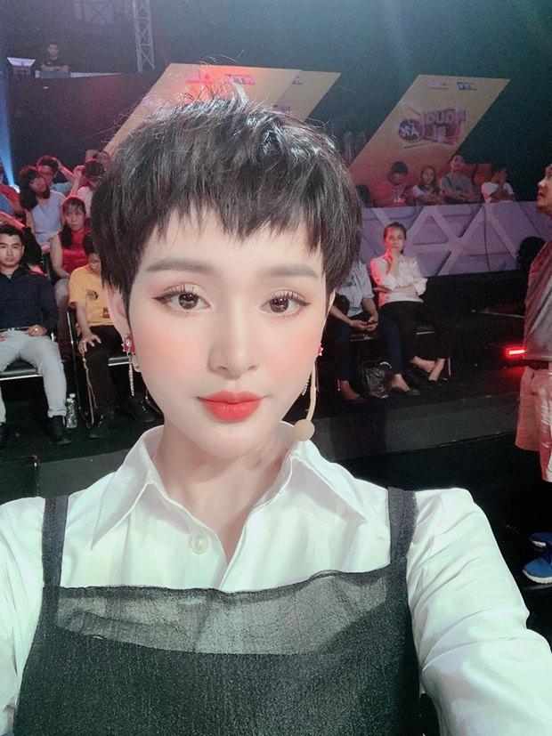 Netizen lại choáng với nhan sắc mới của Hiền Hồ: Cằm méo mó, gương mặt đơ cứng đáng ngại thật đấy! - Ảnh 6.