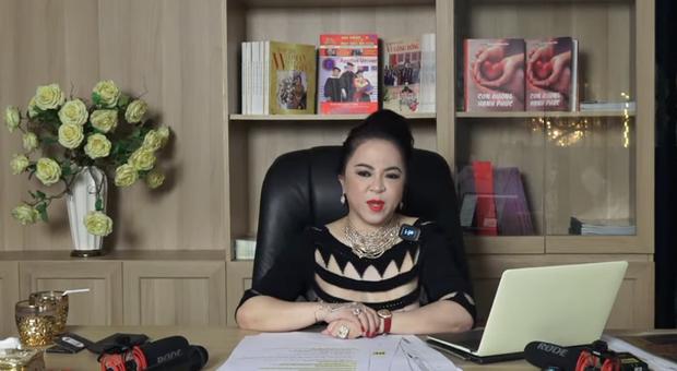 Bà Phương Hằng livestream hé lộ bí mật Vbiz, ai dè thành chuyên mục bóc trần ca sĩ tự nhận là vợ NS Hoài Linh? - Ảnh 2.