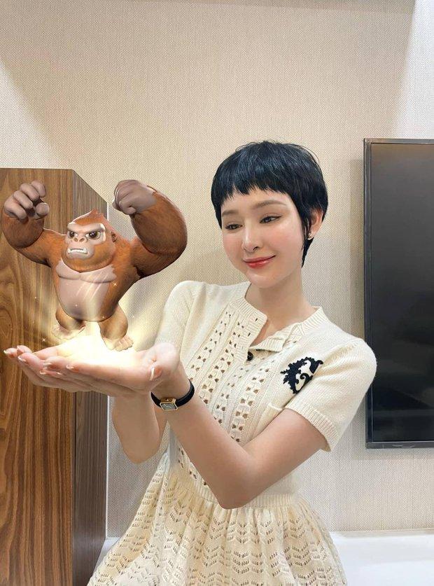 Netizen lại choáng với nhan sắc mới của Hiền Hồ: Cằm méo mó, gương mặt đơ cứng đáng ngại thật đấy! - Ảnh 1.