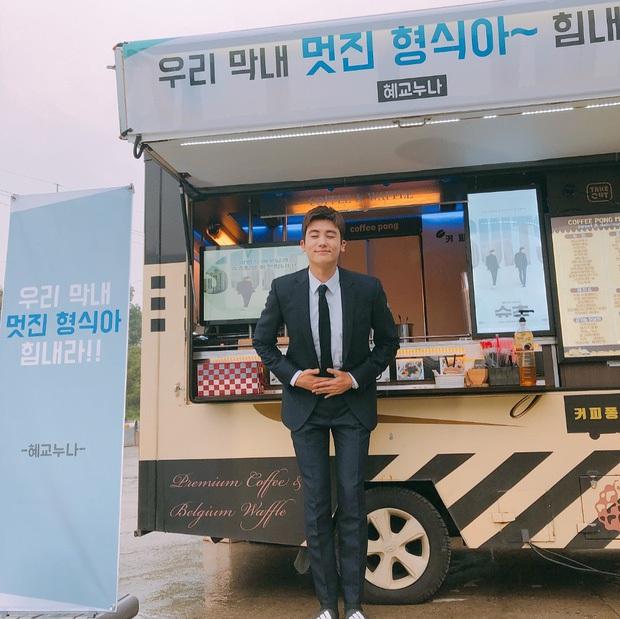 Song Hye Kyo bất ngờ được mỹ nam The Heirs gửi tặng xe cà phê, ai cũng tò mò mối quan hệ thực sự - Ảnh 5.