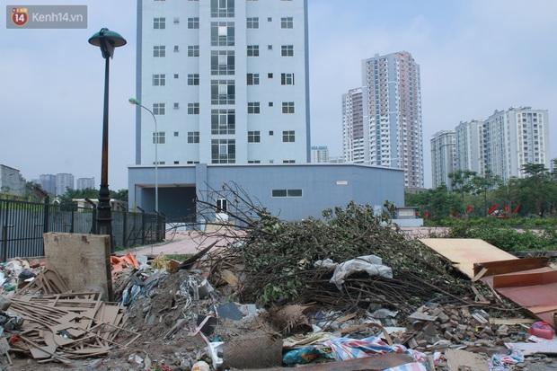 Hà Nội: Xót xa chung cư bỏ hoang trên đất vàng trở thành nơi đổ rác, kim tiêm la liệt - Ảnh 6.