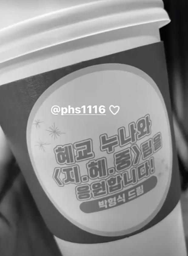 Song Hye Kyo bất ngờ được mỹ nam The Heirs gửi tặng xe cà phê, ai cũng tò mò mối quan hệ thực sự - Ảnh 3.