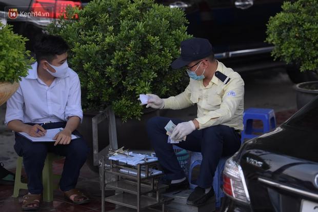 Ảnh: Dòng xe ùn ùn nối đuôi nhau trở về Hà Nội dù chưa hết kỳ nghỉ lễ - Ảnh 12.