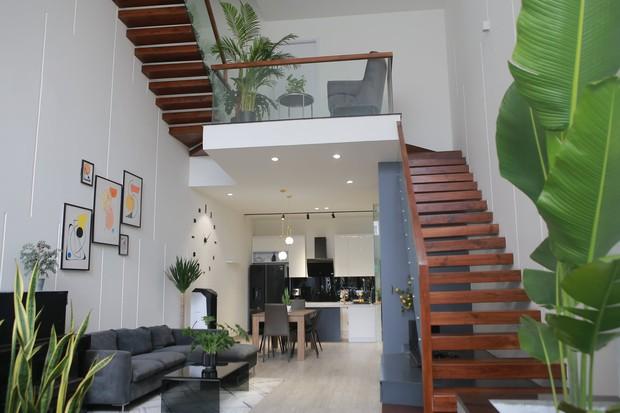 Không mua chung cư, vợ chồng 9x xây nhà 3 tầng với chi phí gần 3,4 tỷ, ai cũng bất ngờ với cánh cửa bí mật ở gác lửng - Ảnh 2.