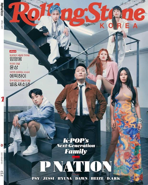 PSY rủ gà chiến đổ bộ bìa tạp chí: Hyuna và bạn trai ấn tượng, ai dè nữ hoàng gợi cảm bị vòng 1 khủng của Jessi lấn át - Ảnh 2.