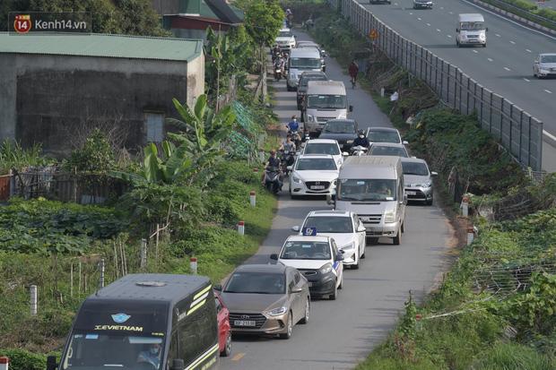 Ảnh: Dòng xe ùn ùn nối đuôi nhau trở về Hà Nội dù chưa hết kỳ nghỉ lễ - Ảnh 5.