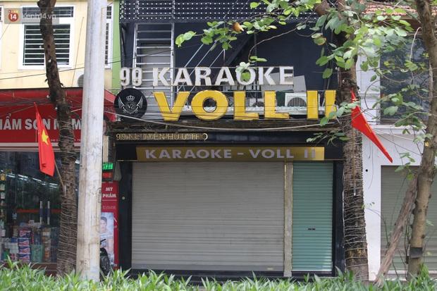 Ảnh: Quán karaoke, game ở Hà Nội lại ngủ đông giữa hè để phòng dịch Covid-19 - Ảnh 7.
