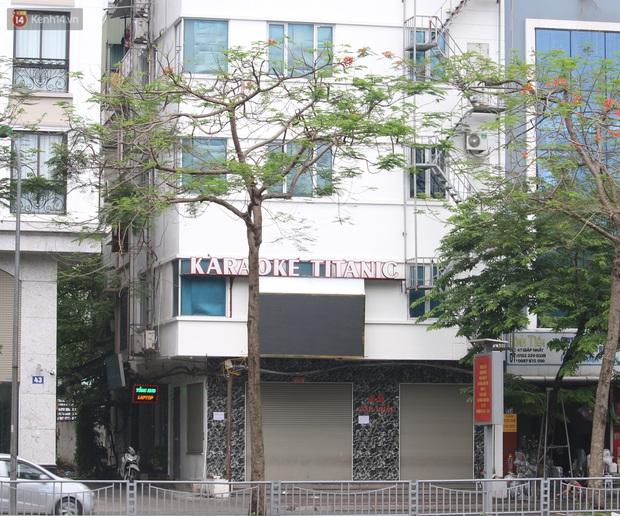 Ảnh: Quán karaoke, game ở Hà Nội lại ngủ đông giữa hè để phòng dịch Covid-19 - Ảnh 4.