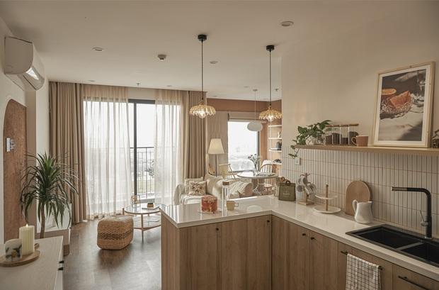 Vợ chồng trẻ tự thiết kế căn hộ Vinhomes đẹp siêu thực, riêng việc test sơn đã thấy max cầu kỳ - Ảnh 1.
