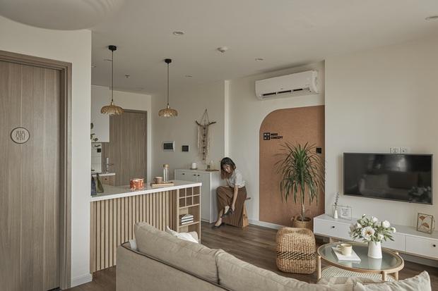 Vợ chồng trẻ tự thiết kế căn hộ Vinhomes đẹp siêu thực, riêng việc test sơn đã thấy max cầu kỳ - Ảnh 2.
