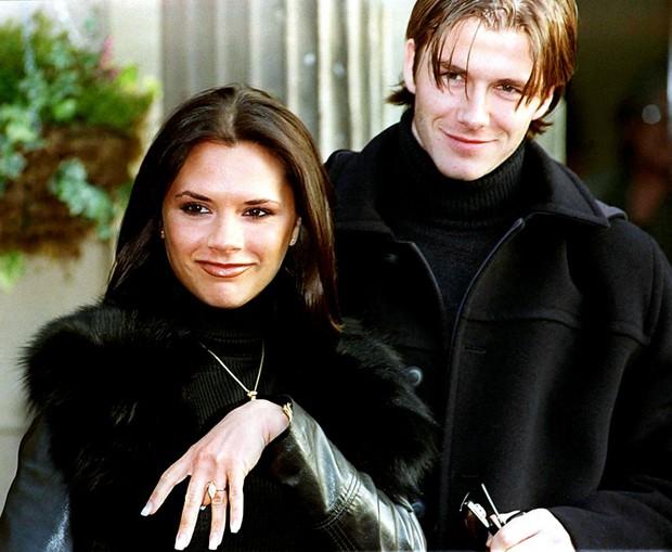 David và Victoria Beckham: Yêu ngay từ cái nhìn đầu tiên, suýt toang vì phốt chồng ngoại tình với trợ lý trẻ và cái kết khiến cả thế giới trầm trồ - Ảnh 3.