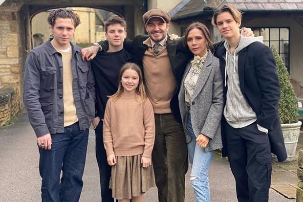 David và Victoria Beckham: Yêu ngay từ cái nhìn đầu tiên, suýt toang vì phốt chồng ngoại tình với trợ lý trẻ và cái kết khiến cả thế giới trầm trồ - Ảnh 12.