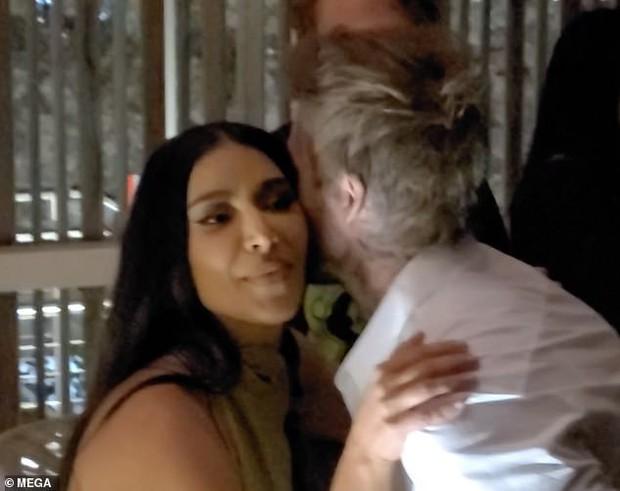 Victoria nổi trận lôi đình vì David Beckham tán tỉnh, hôn hít Kim Kardashian ngay trong sinh nhật mình? - Ảnh 1.
