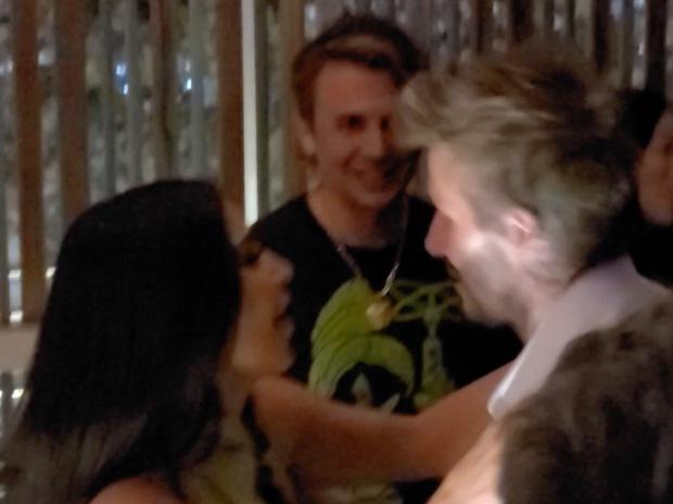 Victoria nổi trận lôi đình vì David Beckham tán tỉnh, hôn hít Kim Kardashian ngay trong sinh nhật mình? - Ảnh 6.