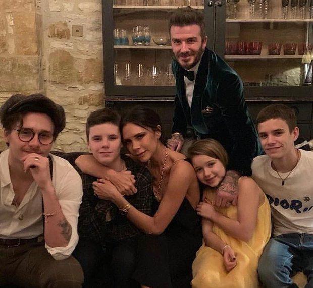 David và Victoria Beckham: Yêu ngay từ cái nhìn đầu tiên, suýt toang vì phốt chồng ngoại tình với trợ lý trẻ và cái kết khiến cả thế giới trầm trồ - Ảnh 13.