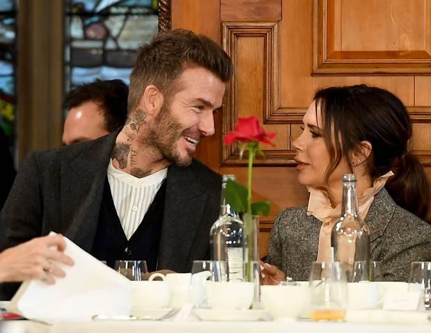 David và Victoria Beckham: Yêu ngay từ cái nhìn đầu tiên, suýt toang vì phốt chồng ngoại tình với trợ lý trẻ và cái kết khiến cả thế giới trầm trồ - Ảnh 16.