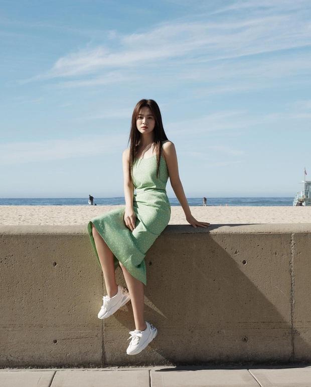 Song Hye Kyo và 1 loạt pha diện đồ 2 dây trễ nải, soi vào vòng 1 mà đỏ mặt nhè nhẹ - Ảnh 3.